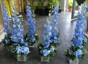 Blue Table Arrangements in Crackle Mirror Glass Cubes